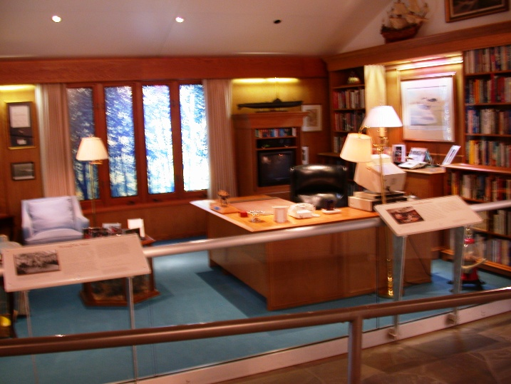 replica of presidential office at camp david replica of presidential office on board air force one air force 1 office